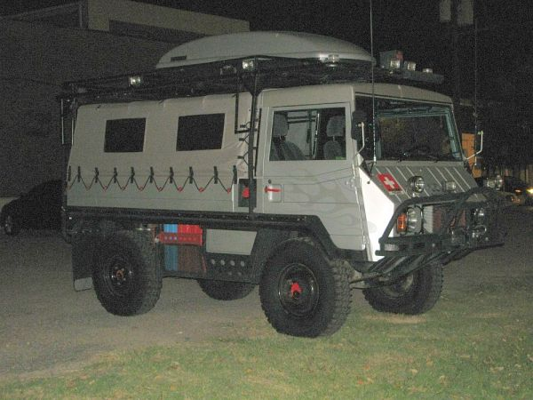 Pinzgauer 03 front 3_4 night