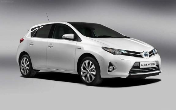 Toyota  Auris-Hybrid-2013-widescreen-07