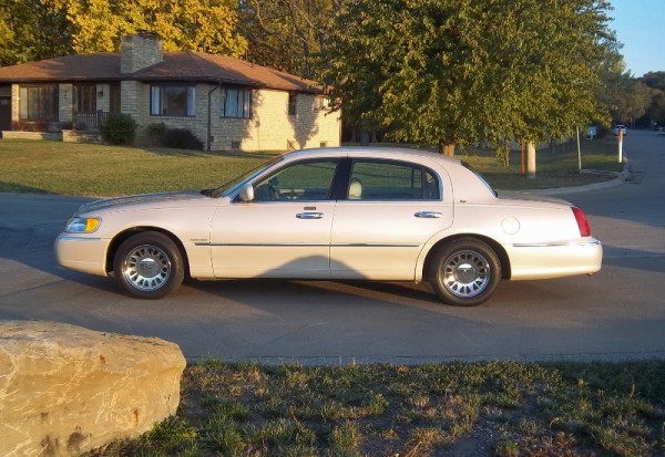 My First Curbside Classic 2000 Lincoln Town Car Cartier Edition