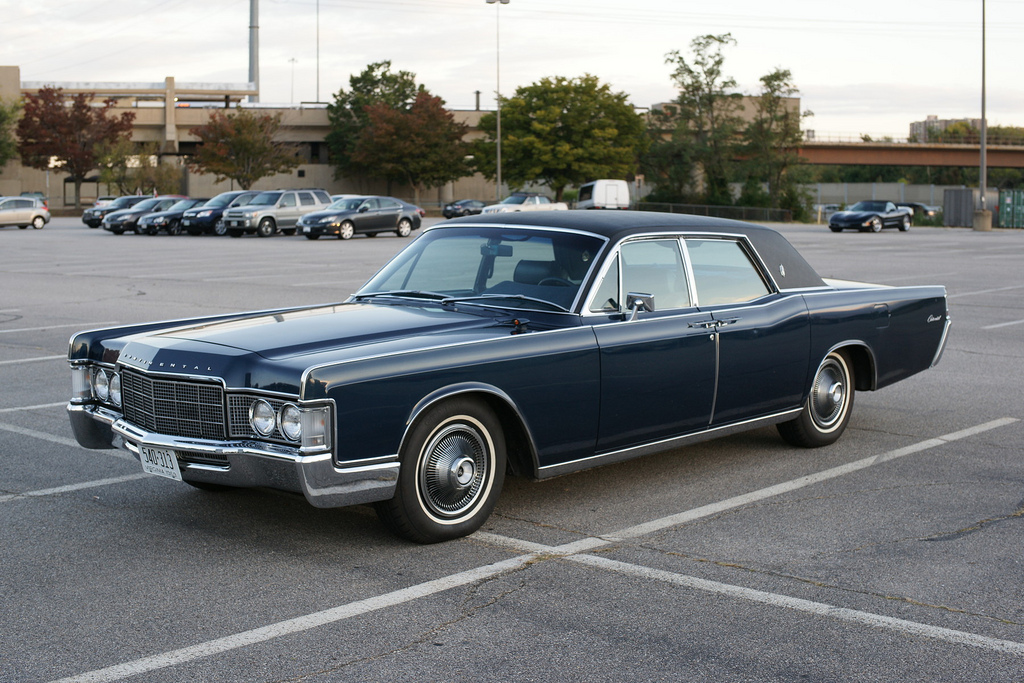 cohort sighting 1969 lincoln continental \u2013 the end of that road1969 Lincoln Continental Sedan #1