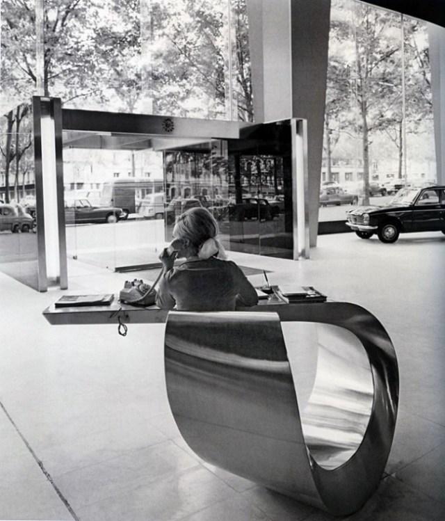 The_lobby_of_Peugeot_headquarters_in_Paris_1966 (683x800)