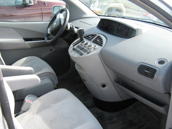 2004 Nissan Quest dashboard
