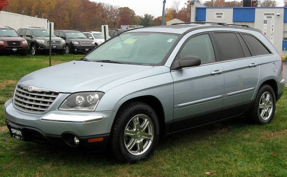 800px-2004-2006_Chrysler_Pacifica_--_11-10-2011