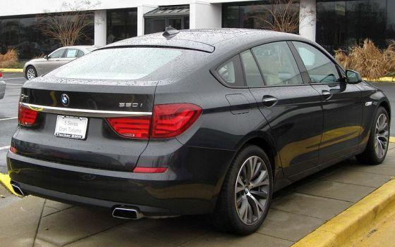 800px-2010_BMW_550i_GT_rear_--_03-14-2010
