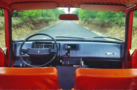 Renault5_interior_3