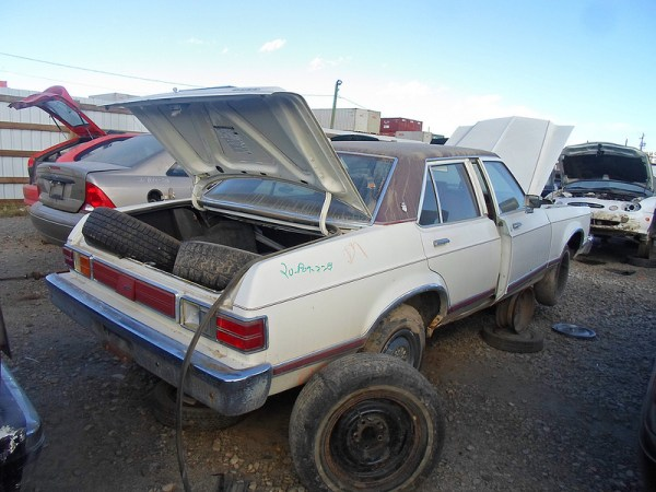 1976 Ford Granada rear