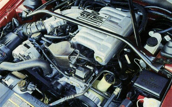 1994-ford-mustang-GT-engine