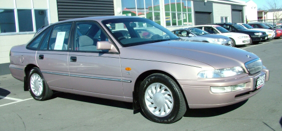 1998_Holden_VS_II_Commodore_Royale_sedan_01