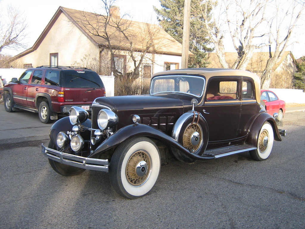Reo Car: Curbside Full Classic: 1931 Reo Royale Victoria Eight 8-35