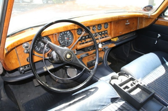 1966_Jaguar_Mark_X_Interior_resize