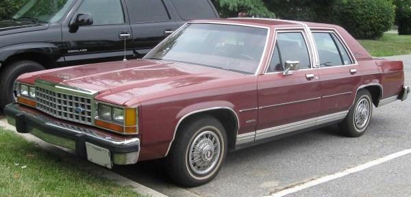 Ford 1983 LTD Crown_Victoria_sedan_1