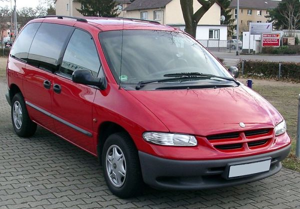 800px-Chrysler_Voyager_front_20080108