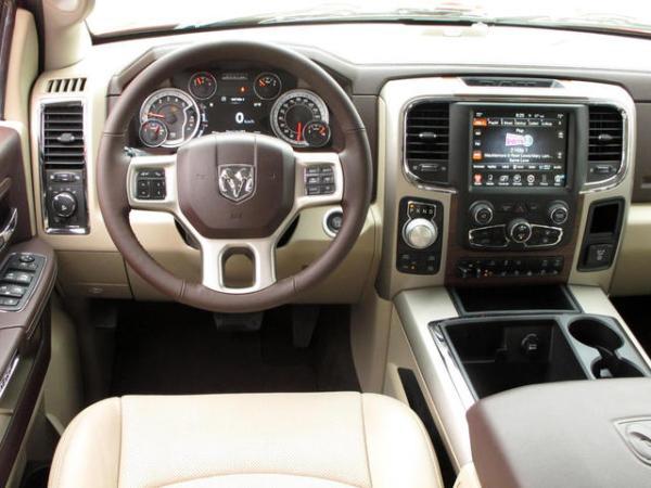 2014-Ram-1500-diesel-cabin