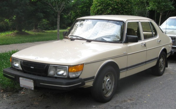 Saab_900_sedan