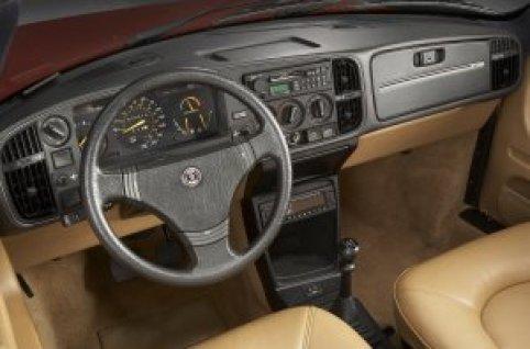 saab_900_convertible_1986_interior