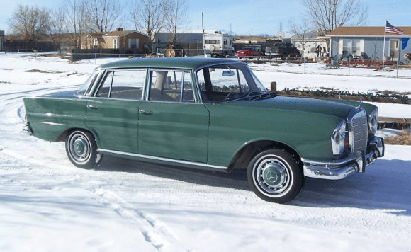 1964_Mercedes_Benz_220SE_Fintail_Front_1
