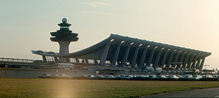 Dulles_International_Airport_(1970)