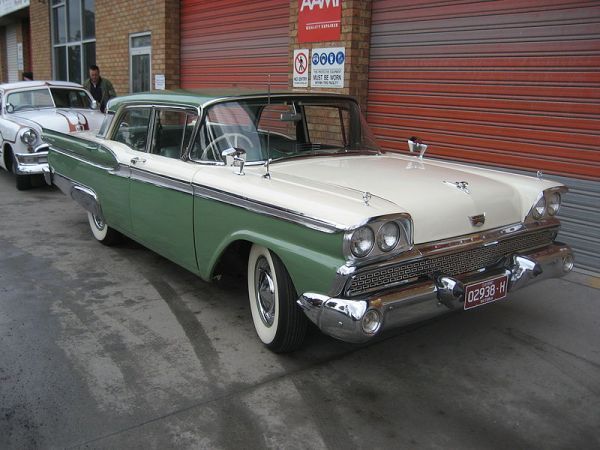 800px-1959_Ford_Fairlane_500