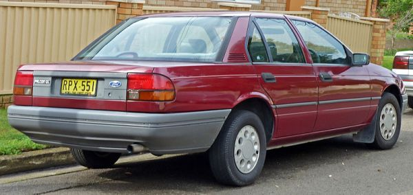 800px-1988-1989_Ford_EA_Falcon_GL_sedan_03