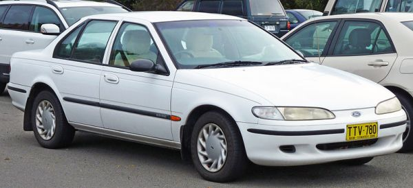 800px-1994-1995_Ford_EF_Falcon_GLi_sedan_02