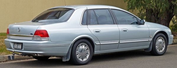 800px-2000-2003_Ford_AU_II_LTD_sedan_02