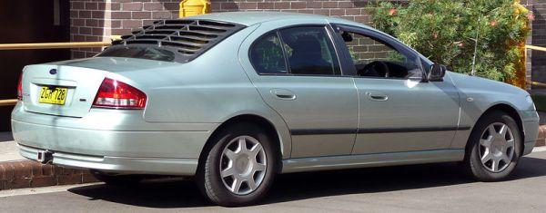 800px-2002-2004_Ford_BA_Falcon_XT_sedan_02