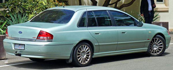 800px-2003-2005_Ford_BA_Fairlane_G220_sedan_(2011-03-09)
