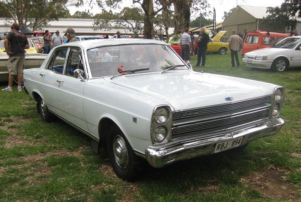 800px-Ford_ZC_Fairlane_500_sedan