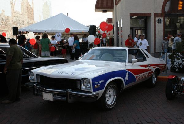 Buick 1975 Century Free Spirit fq