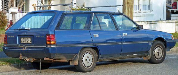 1989-1991_Mitsubishi_Magna_(TP)_SE_station_wagon_(2010-07-25)_02