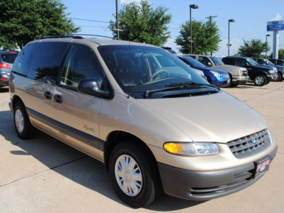 1998_Plymouth_Voyager_SE