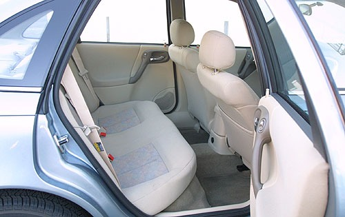 2003_saturn_l-series_sedan_l200_ri_oem_1_500