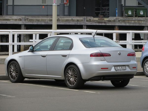 2009_Alfa_Romeo_159_sedan_(2012-10-26)