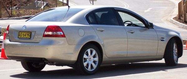 800px-2006-2007_Holden_VE_Berlina_sedan_01