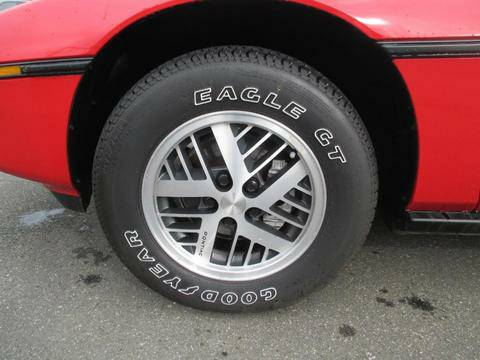 Pontiac 1984 Fiero tire