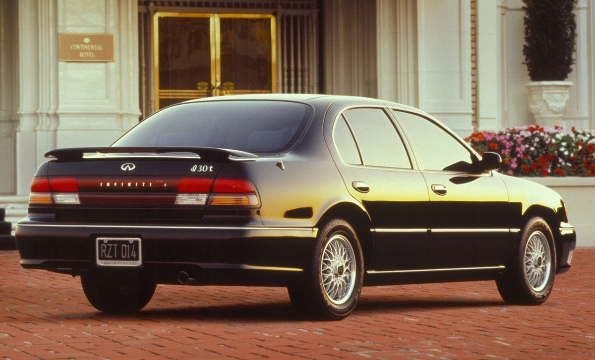 Cc capsule 2002 infiniti i35 future classic the maximum maxima while the first generation i30 gained unique fascias wheel designs and wider chrome trimmed bodyside moldings it still bore a heavy visual resemblance to vanachro Images