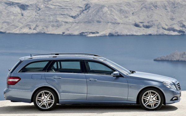 028374_Mercedes_E-Class_Wagon_Due_in_Frankfurt_and_North_America
