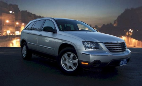 091223-05-2007_Chrysler_Pacifica_Touring_Right_Front-650x393