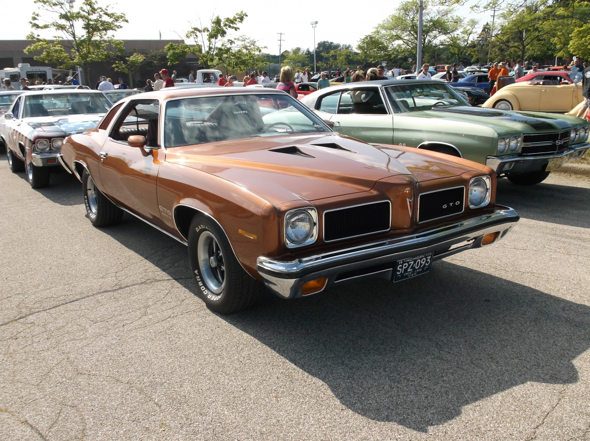 Car Show Classics: Fun at the Local Cruise–Two \'70s Muscle Cars ...