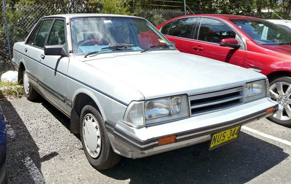 1985_Nissan_Bluebird_(P910_Series_III)_GXE_sedan_(2009-12-09)