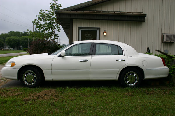 lincoln town car signature touring 2