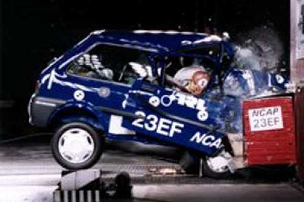 rover metro crash test