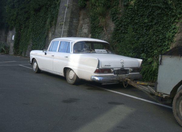 Mercedes 220S towing rq