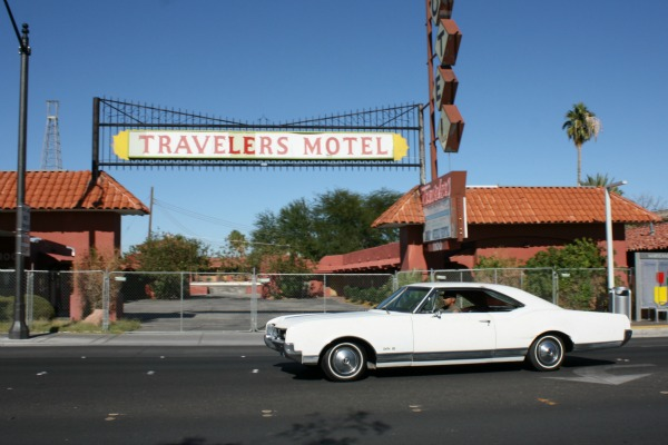 683 - 1966 Oldsmobile Delta 88 Holiday Travelers Motel CC