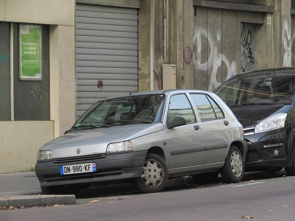 1990-98 Renault Clio Rue Chateau-Landon 20151108