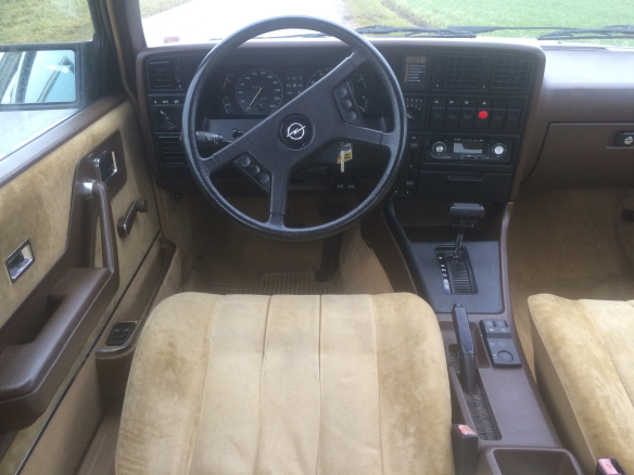 1984-opel-senator-dashboard
