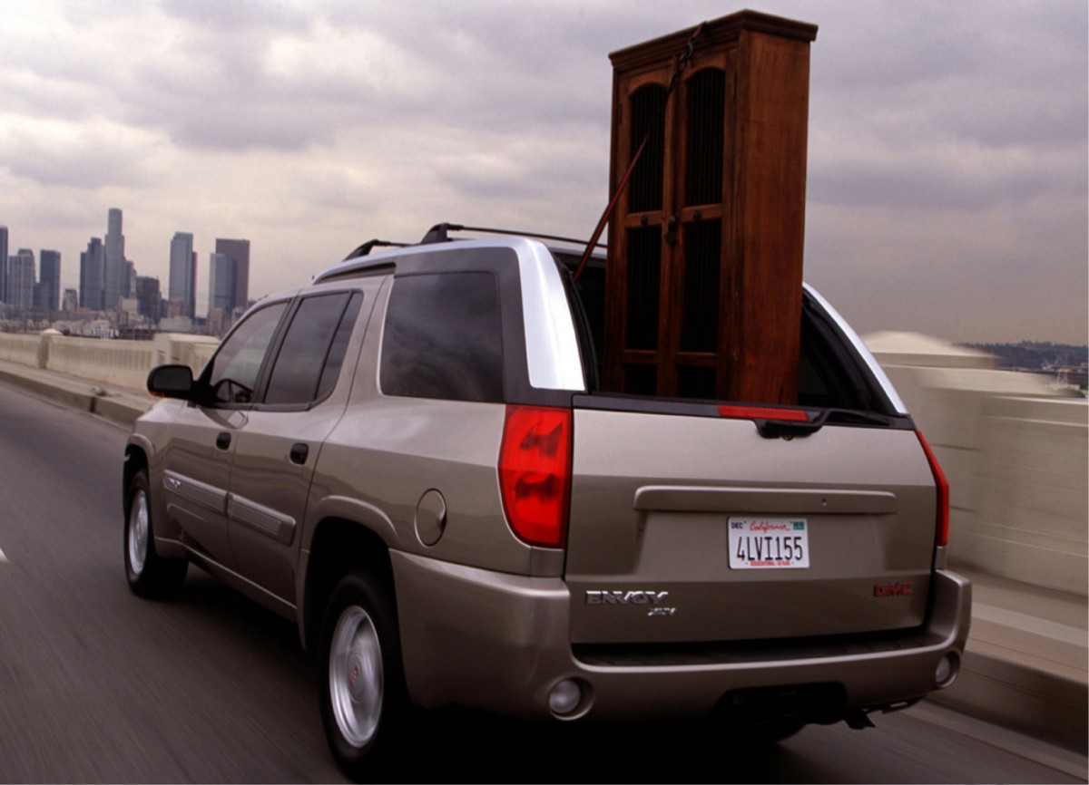 Despite its ability to transport items such as a bookcase or a tree upright most consumers clearly didnu0027t see a need to spring for the Envoy XUV (which ... & CC Outtake: 2004 GMC Envoy XUV u2013 And Whose Bright Idea Was This?