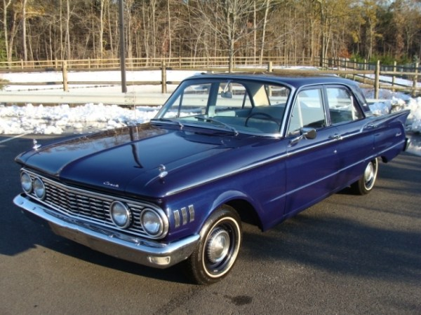 A 1961 Comet Four Door Sedan - Great Dog Dishes