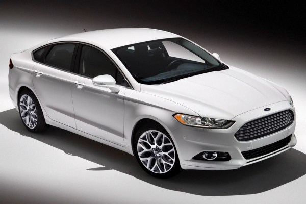 2015_Ford_Fusion_S_4dr_Sedan_25L_4cyl_6A_3469238