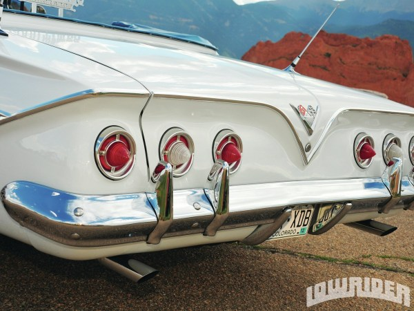 Chevrolet 1961 Impala tail